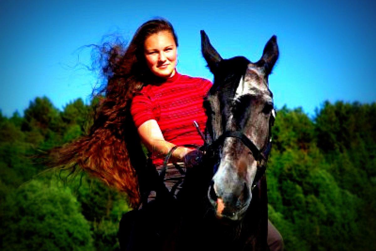 2 girls 1 horse